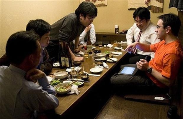 dan ong nhat ban bo uong ruou Đàn ông Nhật Bản dần bỏ thói quen uống rượu để nâng cao uy tín